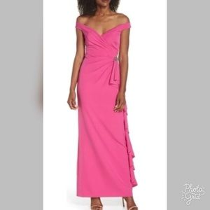 Vince Camuto Laguna Off the Shoulders Gown-ChicEwe